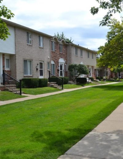 royal-woods-townhomes-apartments-for-rent-in-riverview-mi-gallery-11