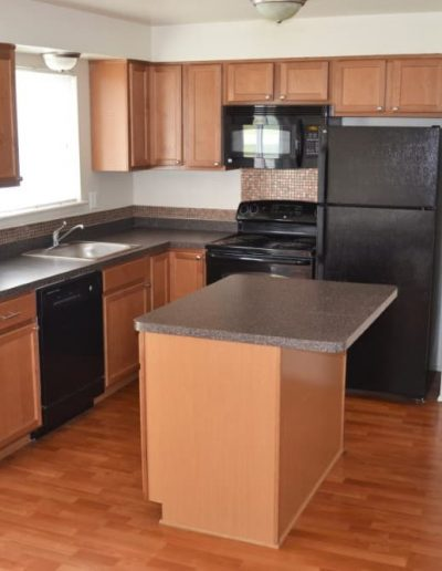 royal-woods-townhomes-apartments-for-rent-in-riverview-mi-gallery-13