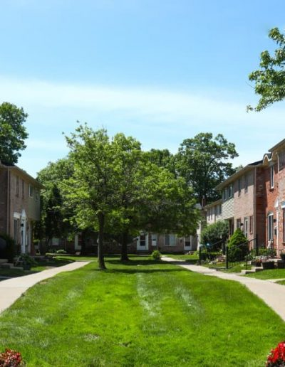 royal-woods-townhomes-apartments-for-rent-in-riverview-mi-gallery-16