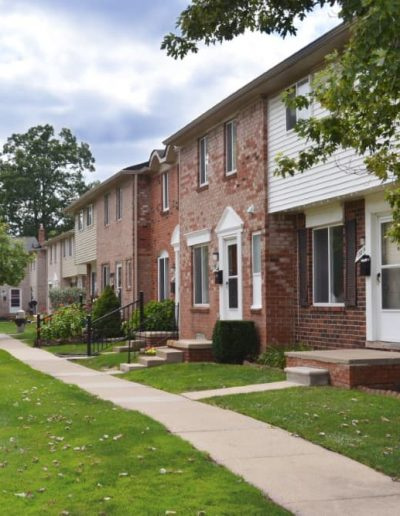 royal-woods-townhomes-apartments-for-rent-in-riverview-mi-gallery-3