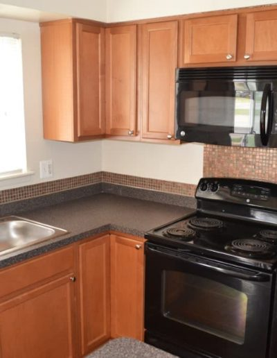 royal-woods-townhomes-apartments-for-rent-in-riverview-mi-gallery-5